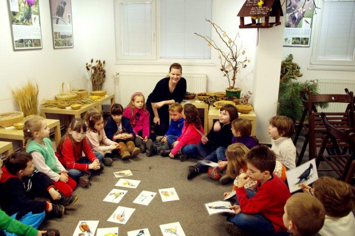 """V pražské botanické zahradě probíhá edukační výstava """"Jak krmit ptáky"""""""